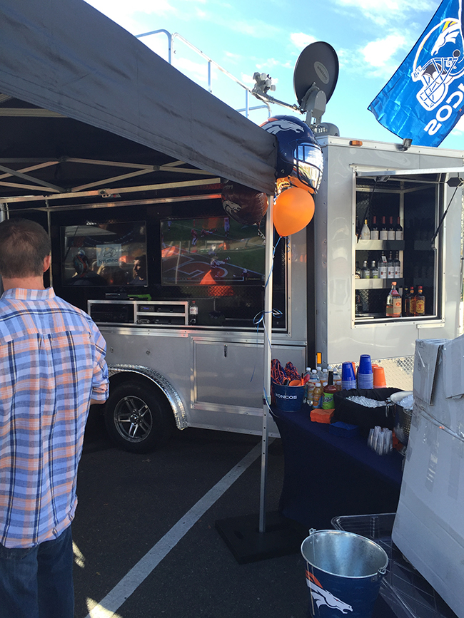 denver-tailgate-trailer-with-bar-setup
