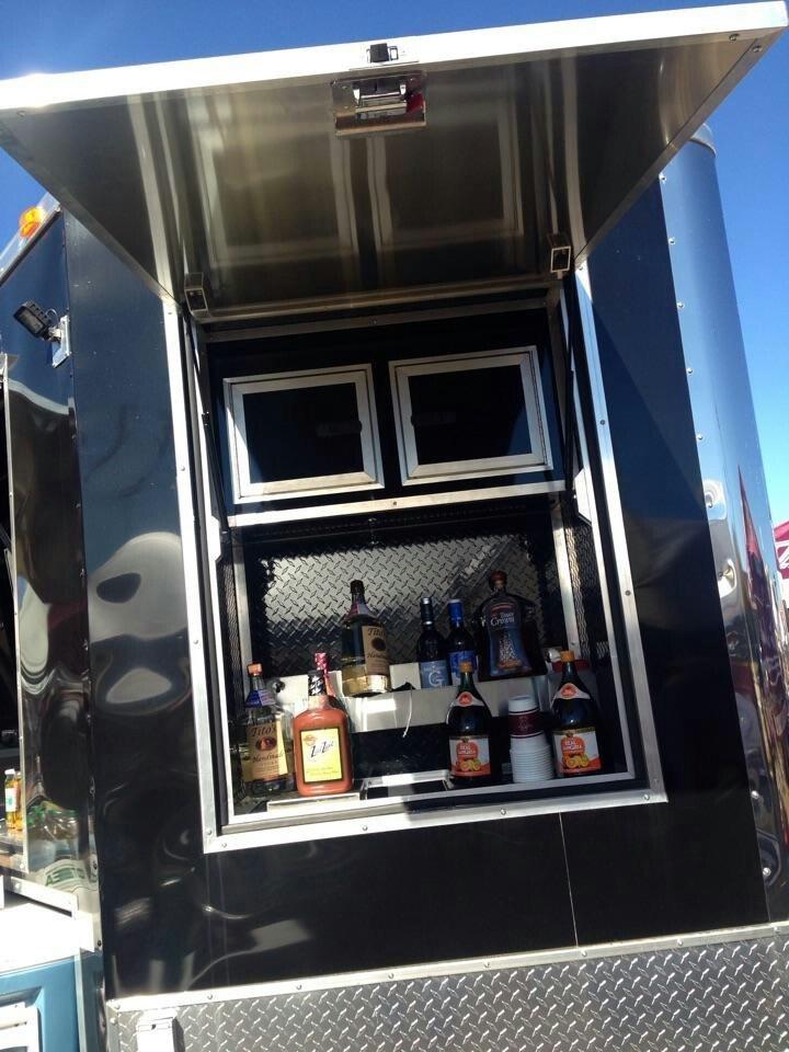 wet-bar-window-on-ultimate-trailer